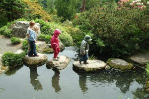 "http://www.flickr.com/photos/24256351@N04/3662558333"">Kids at Kubota Garden, 2003"